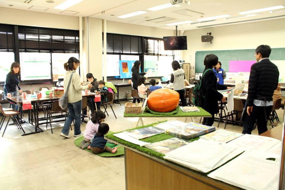 子ども未来フォーラムでは教材や絵本の展示、市民向けのワークショップも行われた