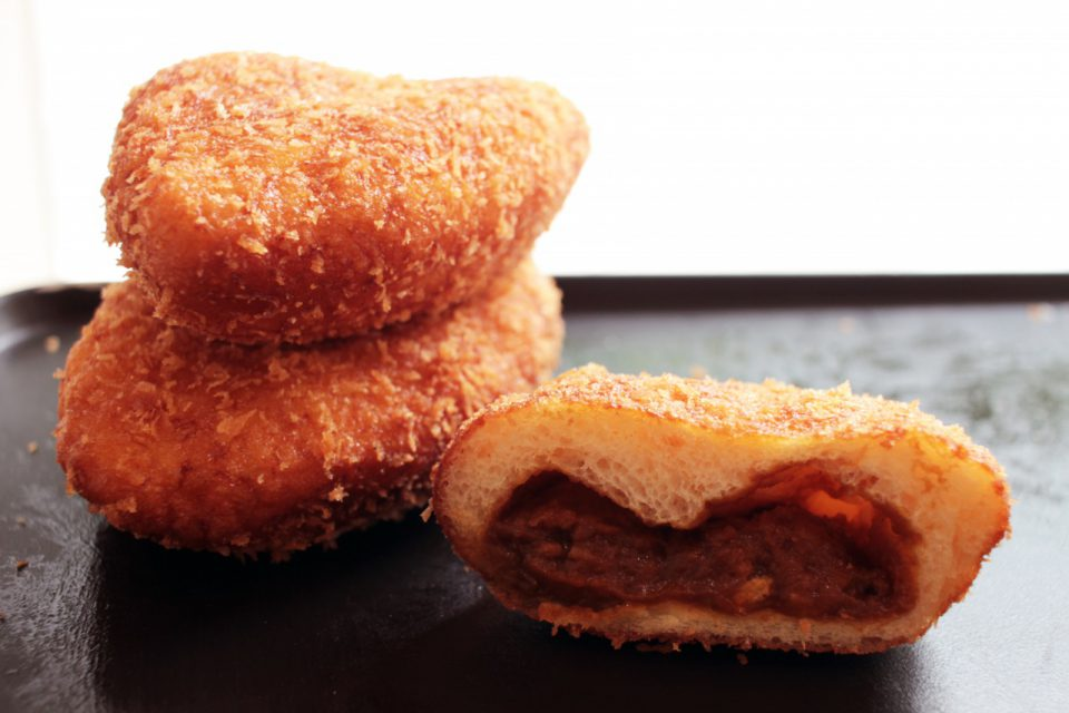 【新メニュー】ガラムマサラと国産玉ねぎのカレーパン